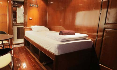Hallelujah Liveaboard Single Bed Cabin