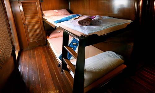 Hallelujah Liveaboard Twin Bed Cabin